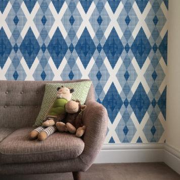 Diamond wallpaper in blue in a living room